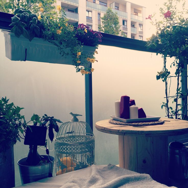 Stolik ze szpulki idealny na tarasy i ogródki