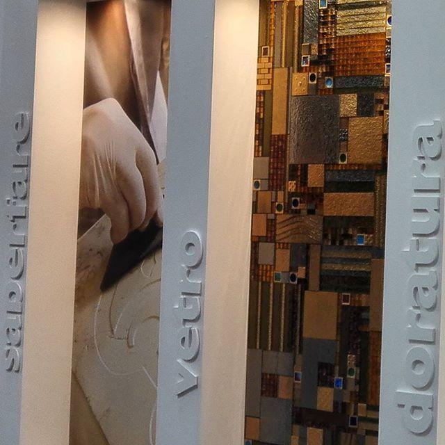 Художественный #мрамор #керамика #мозаика #стекло от Cottoveneto на #Cersaie2015 #BolognaFiera #bologna #вседляванной #дизайнинтерьера #дизайн #яркийдизайн #потомучтокрасиво Всем #отличныхвыходных #пятница !