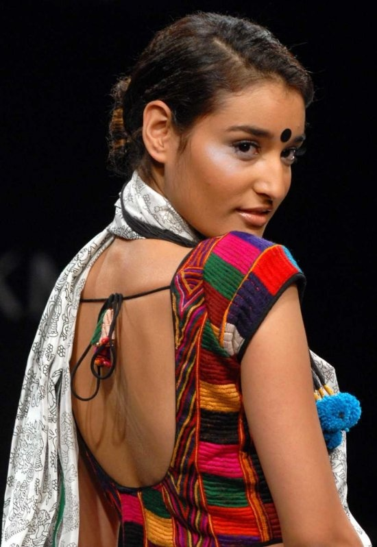 Google Image Result for http://www.yusrablog.com/wp-content/uploads/2010/03/lakme-india-fashion-week-2010-19.jpg
