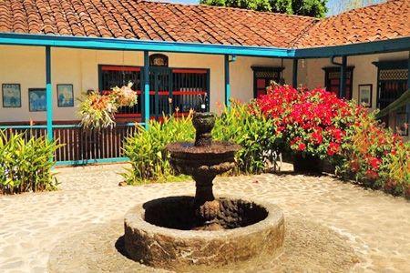 Elige entre las siguientes opciones:$115.000 en vez de $230.000 por noches para dos, ingresando día sábado o domingo$115.000 en vez de $230.000 por noches para dos, ingresando de lunes a viernesIncluye desayuno típico antioqueñoBeneficio extra: 25% off sobre la tarifa rack por noche adicionalFinca Hotel Las TapiasUbicado a solo 5 minutos de Jericó, Antioquia, esta finca se caracteriza por su estilo rural, con instalaciones acogedoras y confortables. La construcción, de anchos corredores y…