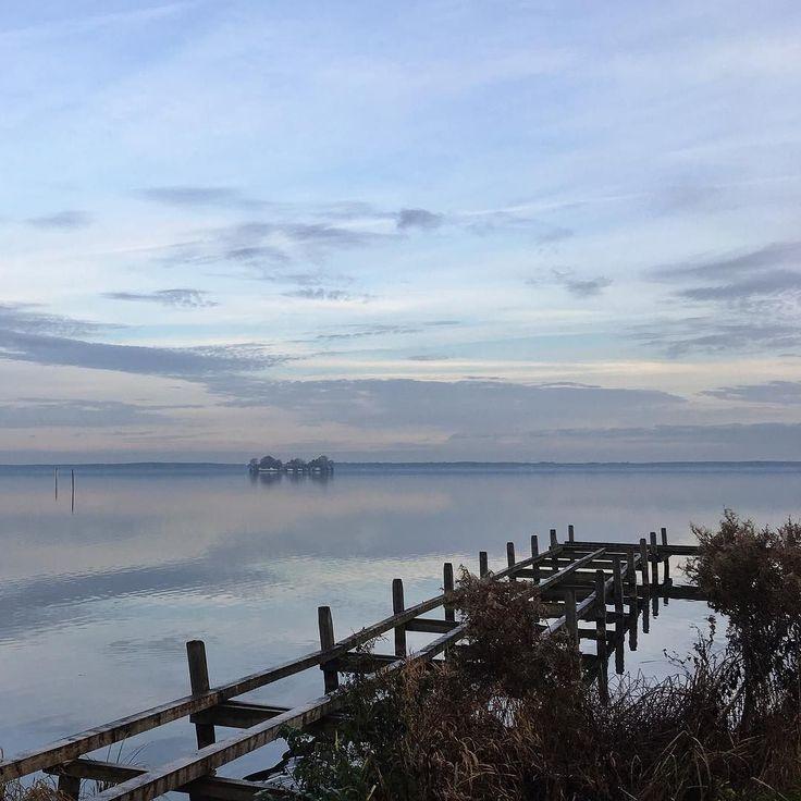 Es ist Freitag. Fahren Sie mehr ans Meer! #wilhelmstein #steinhude #steinhudermeer #pier #steinhuder #hagenburg  #runkeeper #runtastic #6k  #nature #light #cloudporn #weather #photooftheday #skylovers  #mothernature #fogporn #foggymorning #ausserhalbderzeit