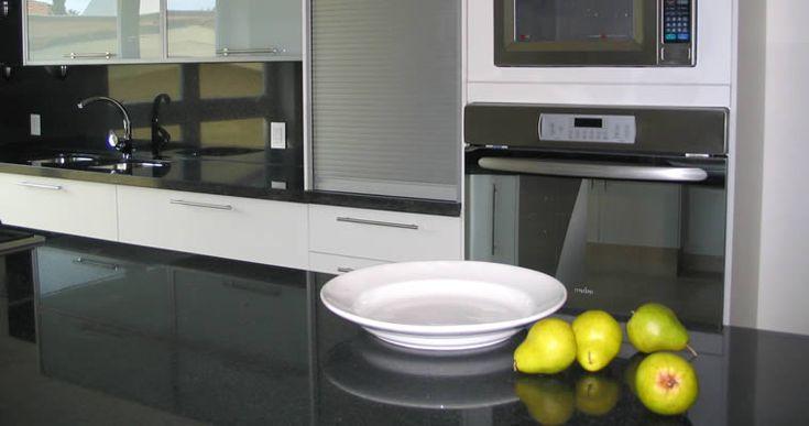 Cocina Minimalista Blanco y Negro