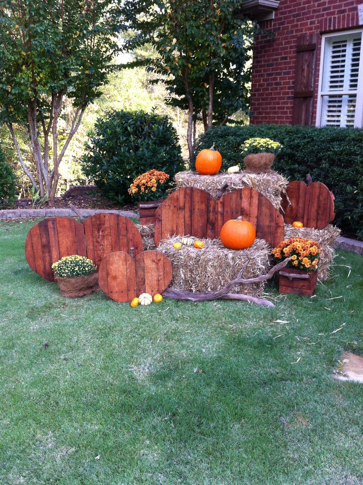 Fall yard decor craft ideas pinterest for Pictures of fall decorations for the yard