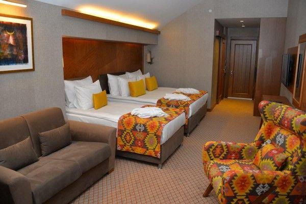 Bof Hotel Uludağ: http://www.minkatravel.com/uludag-otelleri-bof-hotel.asp  Tüm Uludağ Otelleri: cuma-pazar, perşembe-pazar ve pazar-perşembe paket konaklama fiyatları ve fiyat listesi. Kredi kartı ile vade farksız 9 taksitle ödeme imkanı: http://www.minkatravel.com/uludag-otel-fiyatlari-listesi.asp  İstanbul - Uludağ Otobüs Ulaşım Detayları: http://www.minkatravel.com/istanbul-uludag-ulasim-otobus.asp