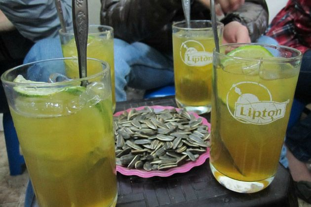 Thé vert vietnamien - une boisson populaire au Vietnam.