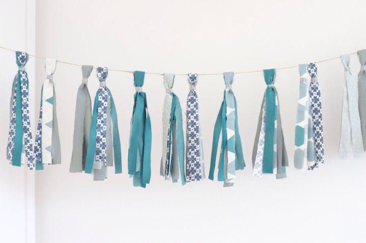 Feest! Lisanne maakte deze tassel slinger van restjes stof. Zelf maken? Lees op https://www.kwantum.nl/creatief-met-stoffen hoe je dit doet. #DIY #Stof #Kwantum