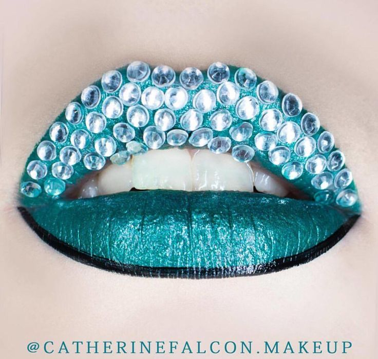 AQUAMARINE || for the glitter obsessed. Tag a friend who would love this! Shop glitters link in bio. Fabulous Rtist: @catherinefalcon.makeup #glitterrealm .
