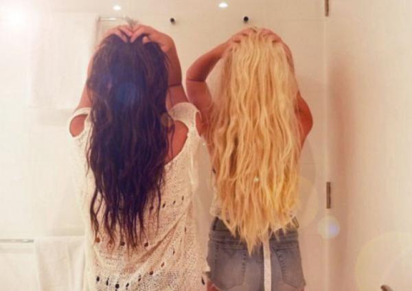 Το ΑΠΟΛΥΤΟ τρικ ομορφιάς: Το μυστικό για να μακρύνουν γρήγορα τα μαλλιά σου!!!Ανακαλύψαμε το απόλυτο μυστικό ομορφιάς για να αποκτήσουμε πλούσια και μακριά μαλλιά! Μπορεί να είναι big trend τα κοντά, καρέ μαλλιά όμως η γοητεία
