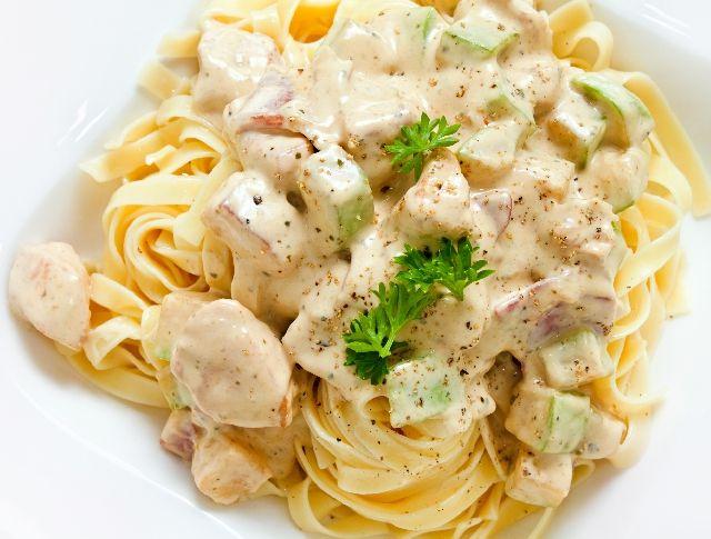 Cukkinis-tejszínes csirke tésztával Recept képpel - Mindmegette.hu - Receptek