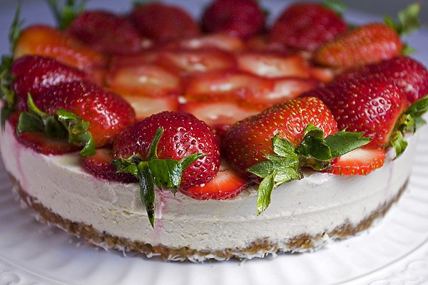 Strawberry Mousse Cake - Bakery - India Food Recipes - @ www.chaskahouse.com