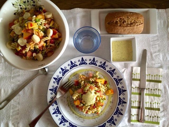 ENSALADA DE PASTA CON CIRUELA Y NECTARINA by De Buena  Mesa @Cookbooth http://www.cookbooth.com/recipe//ensalada-de-pasta-con-ciruela-y-nectarina-86275