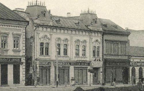 Főtér:Dudutz János-,Eckwert János-,Gáspár Gyula-,Bretter Vilmos(szesz raktára),Korondi borviz lerakat,Petelei Márton üzlete.1905-ben.