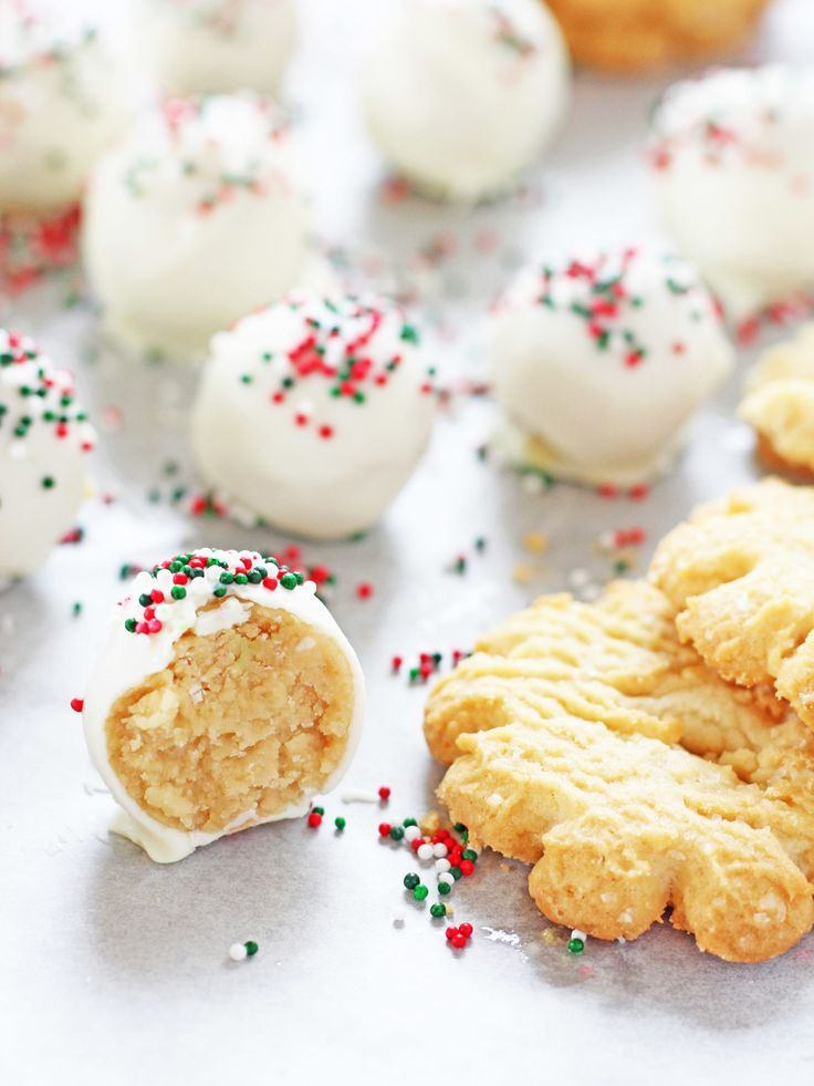 Sugar cookie truffles are a must-try this Christmas. It's a no-bake recipe that uses sugar cookies, cream cheese, white chocolate and sprinkles!