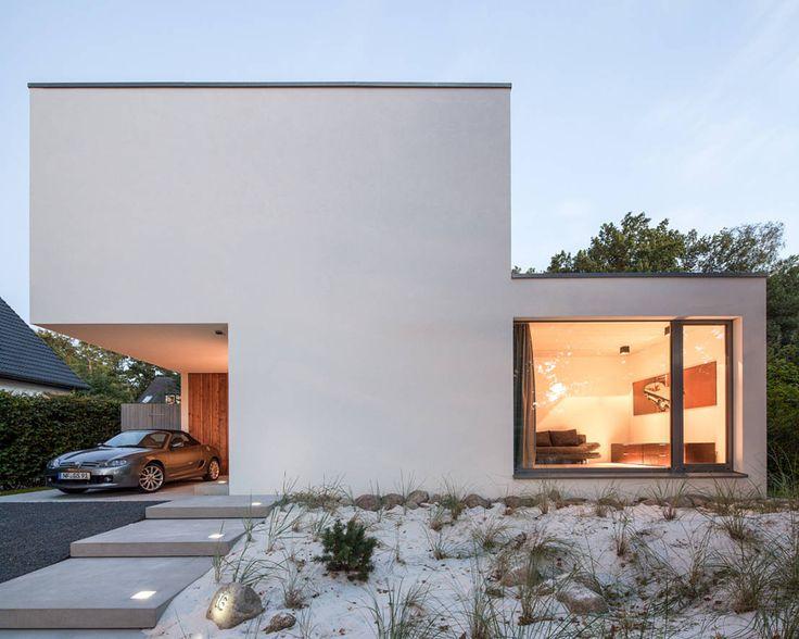建築に限らずプロダクトや芸術の分野でもミニマムな機能美を追求したドイツのバウハウス。そのスタイルは現在でも様々な場所で目…
