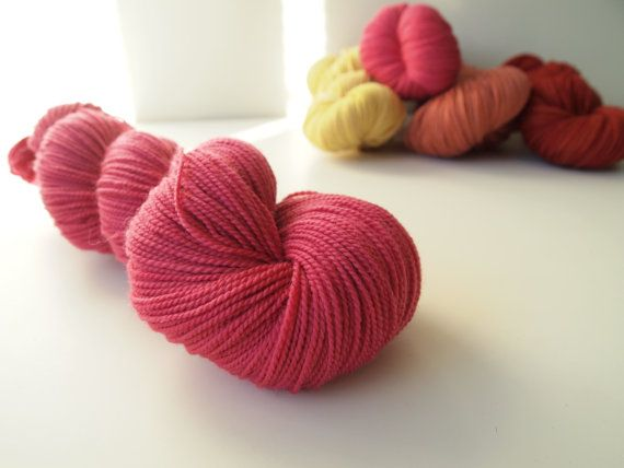 Elin. Naturally dyed. Fingering weight by IvelleTheHappyCow, €15.60