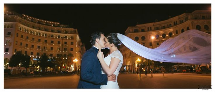 A kiss after wedding at Aristotelous square Photo by Leon