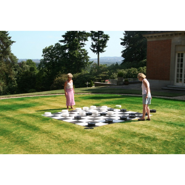 Het perfecte spel voor in de tuin, op evenementen of bij feesten waar een leuk stukje ontspanning nodig is. Het klassieke dammen, maar dan gewoon héél groot. Het veld is 8x8 velden groot.