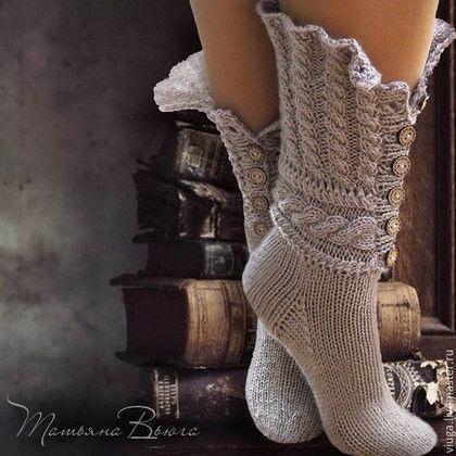 Купить или заказать Сказание. Носки вязаные, шерстяные носки, домашняя обувь. в интернет-магазине на Ярмарке Мастеров. ВНИМАНИЕ! Пуговицы такие, как на фото закончились. Могу предложить пуговицы из кокосовой стружки без окантовки или с окантовкой, но из светлого дерева. В этом случае цвет самих носков предлагается песочный. Он лучше гармонирует с деревянными пуговицами. Обязательно уточните этот момент у мастера при заказе. Сказание о земле русской... предание старины глубокой.
