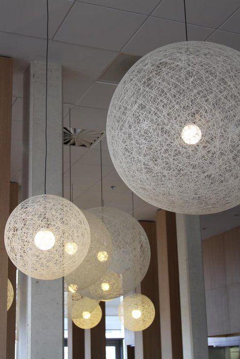 Deco : Photo Écologique et suspension luminaire et bois sur Deco.fr