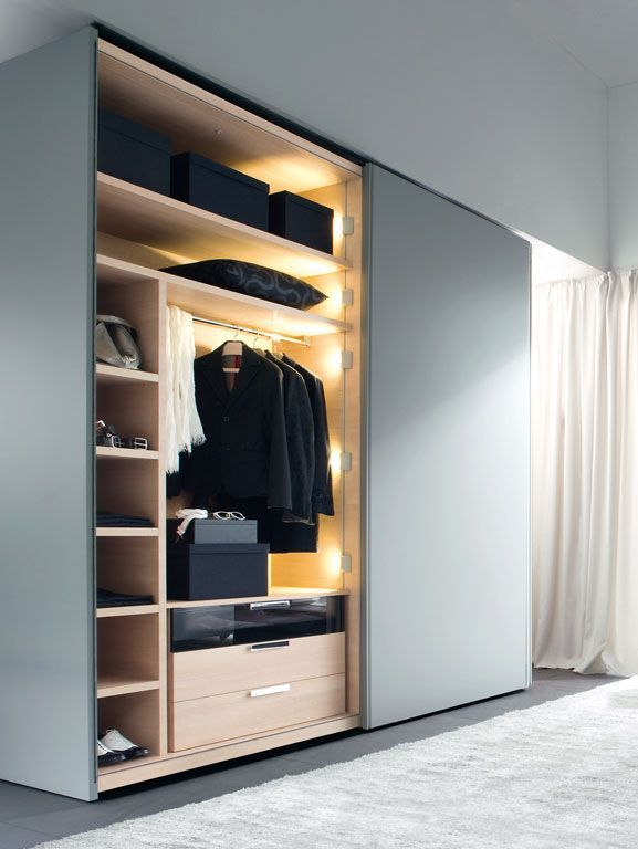 Gliss 5th wardrobe by Molteni