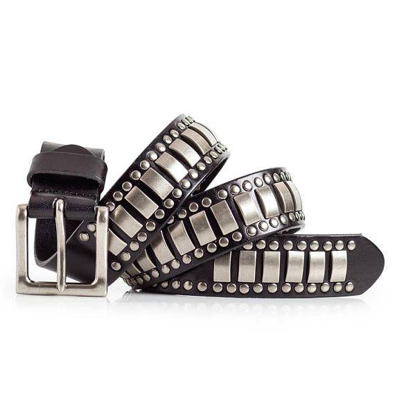Cinturón tachonado de cuero negro