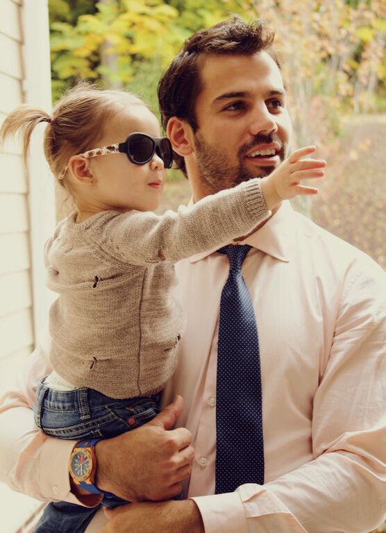 Little Vivy and dad Eric Decker. #Babiators
