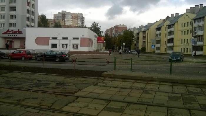 Может быть рядом с вашим домом?  Пешеходный переход по проспекту генерала Людникова, расположенный возле трамвайной остановки«Улица Чапаева», всегда пользовался дурной славной. Из-за отсутствия здесь светофора, а также из-за крутого поворота, созданногоприм�