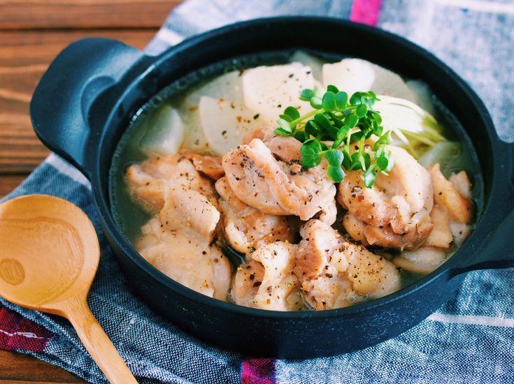 鶏肉をサッと焼いたら あとは、大根と一緒に 10分煮るだけ。 工程も調味料も とーってもシンプルだけど スープには、旨味がたっぷり♡ ゴクゴク飲み干せますよ〜♪ また、コトコト煮た大根は 驚くほど甘くてトロントロン。 300gなんて、ペロリと完食 間違いなしです( ´艸`) 胃腸にもやさしいですよ♡ ★いつも、ありがとうございます♡