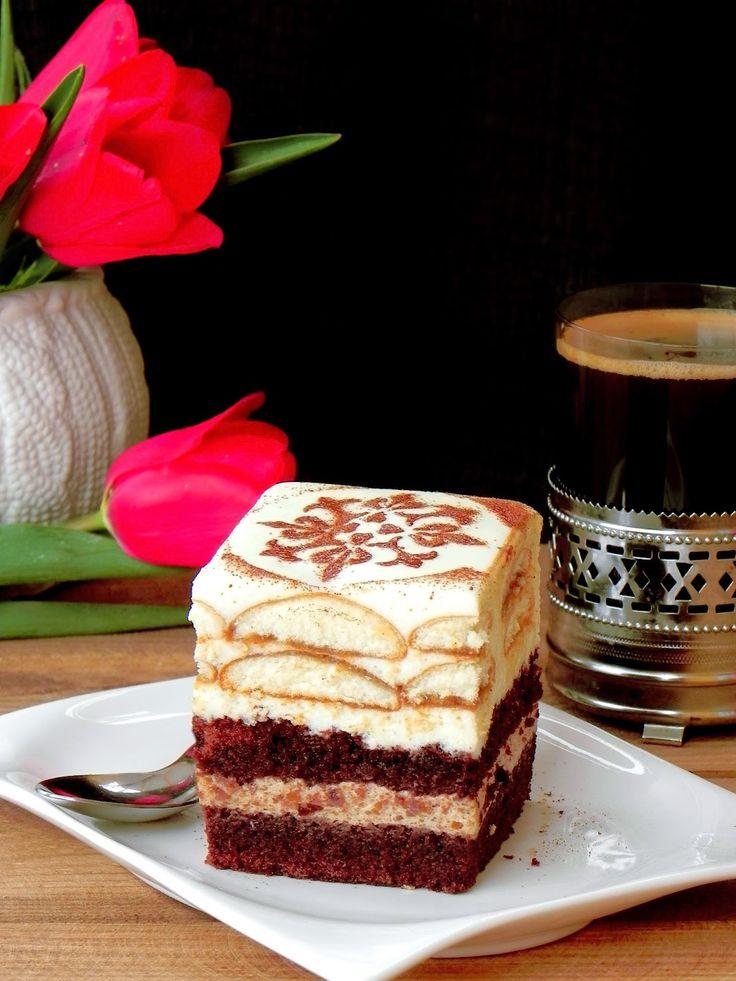 kakaowe ciasto z kremem kawowym i waniliowym, ciasto z kawą,ciasto kawowe,słodka chwila przyjemności z kawą,krem kawowy,krem z mascarpone,krem waniliowy z mlekiem w proszku,biszkopty maczane w kawie,coffee cake