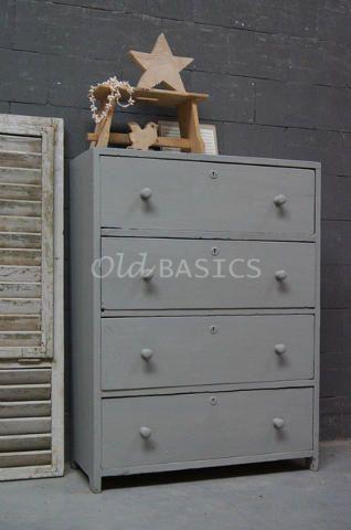 Ladenkast 10192 - Brocante ladenkast met een eenvoudige vormgeving. De kast heeft een grijze kleur en vier lades. Een praktische opbergkast!