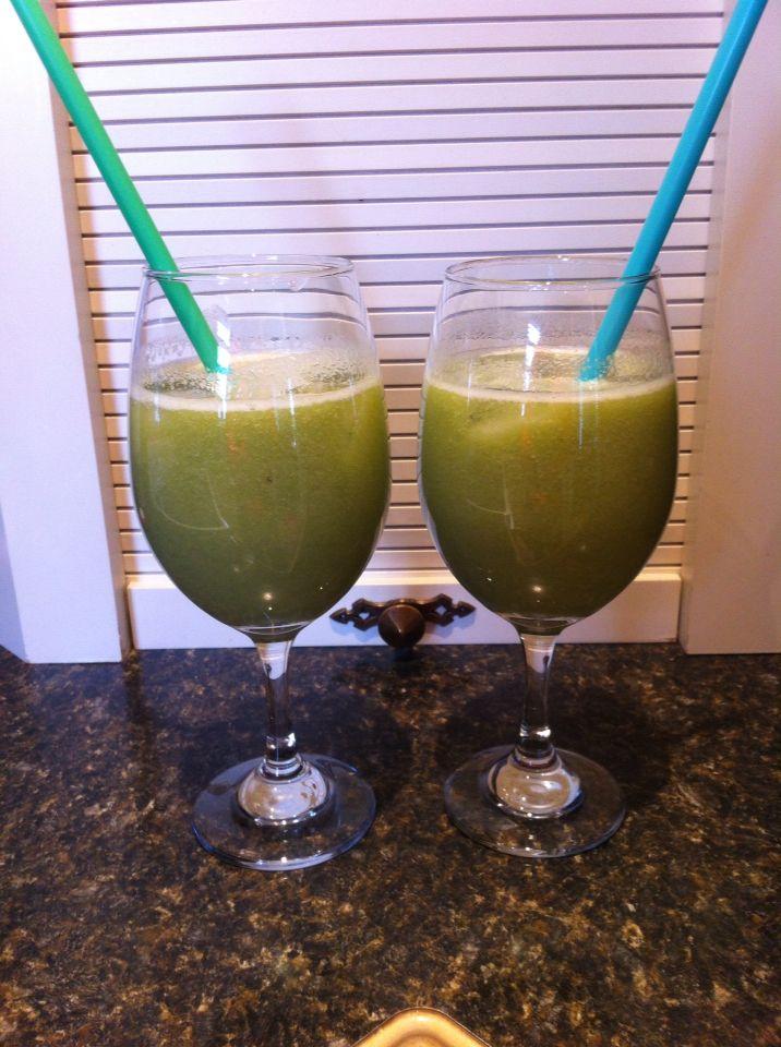 Look Kiwi 2 kiwis, 1 cucumber, 2 celery stalks, 1 apple, 1/2 lemon