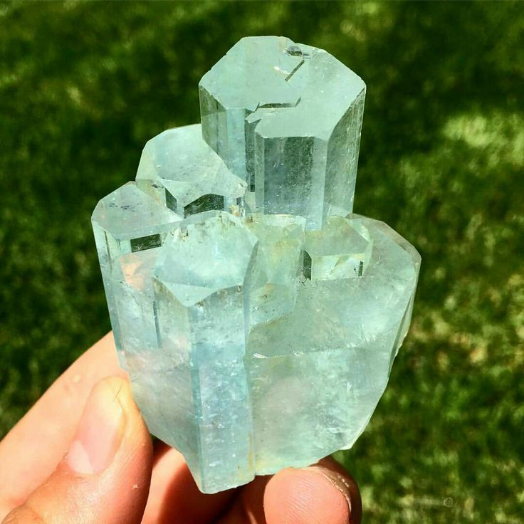 Here's a view of the Termination on this pristine Aquamarine 'Mountain Range'