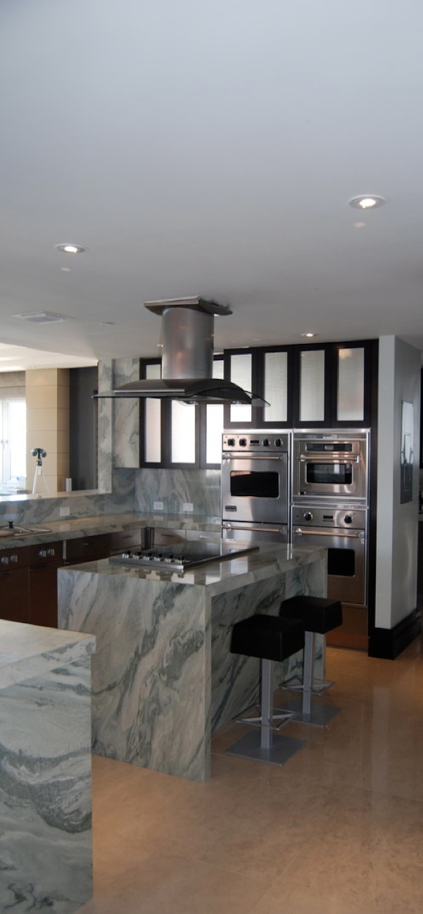 100% granite counters (all the way to the floor! is a top 2013 #kitchen #design trend