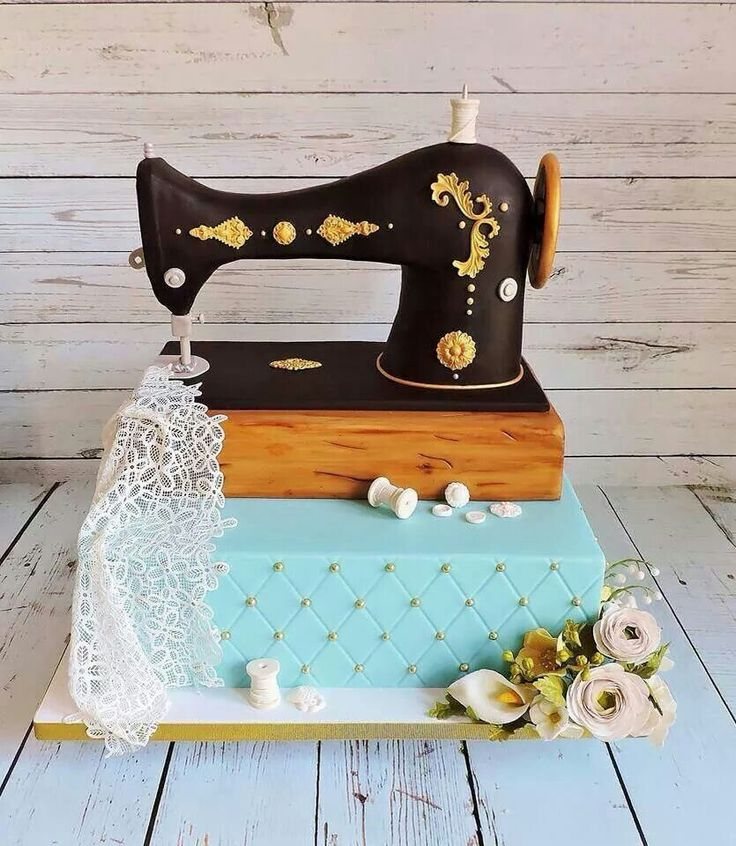 Sewing machine cake Makes me think of my best friend who loves to sew this is amazing