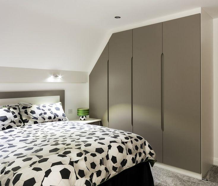 The Benefits of Hinged Wardrobe Doors