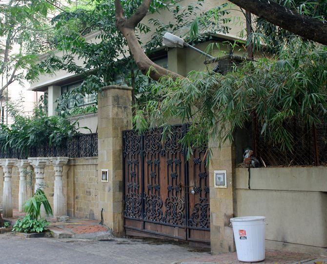 Sonam Kapoor: Veteran Anil Kapoor owns the perfect-looking bungalow in Juhu, where he lives with his jewellery designer wife Sunita and there kids -- actress Sonam, producer and stylist Rhea and son Harshvardhan, who is an aspiring actor.  Sonam is currently looking for a suitable place of her own now that is not too far from her childhood home.