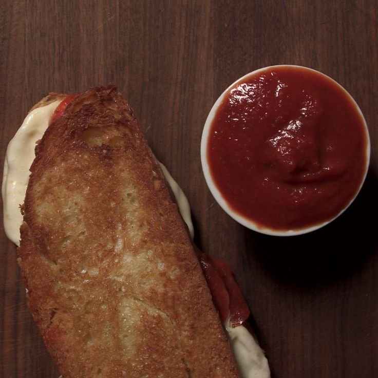 A sandwich that taste like Pizza? this is our kind of lunch. Quick and easy.