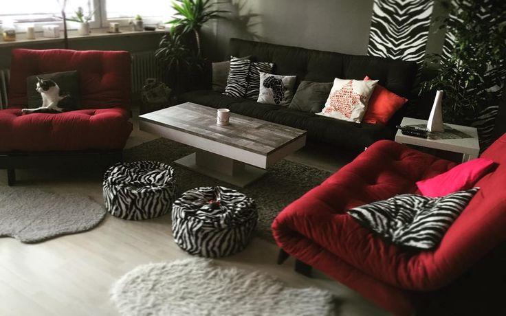 Se ami circondarti di tanti amici, riempi il #soggiorno di posti a sedere per tutti loro 😉  #Poltrona ROOTS e #divano FRESH