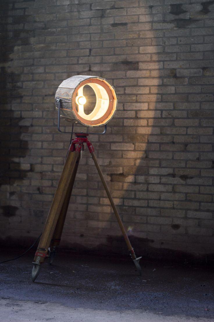 Industriële statieflamp met houten kap. http://www.indusigns.nl/shop/stalampen/industriele-theaterlamp-waste-wood/