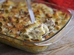 La pasta al forno crema di carciofi e salsiccia è un piatto corposo e saporito, perfetto per un pranzo domenicale!