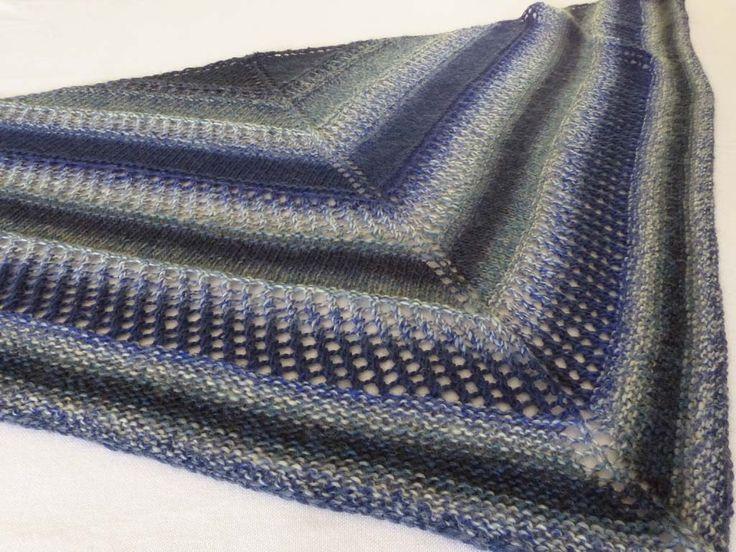 Le châle BLEU MARIN que j'ai tricoté