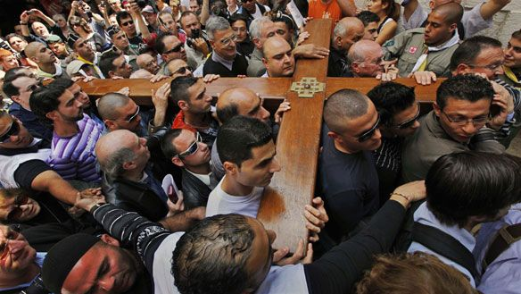 Orthodox Easter 2015: Pilgrims mark Good Friday with Via Dolorosa procession in Jerusale