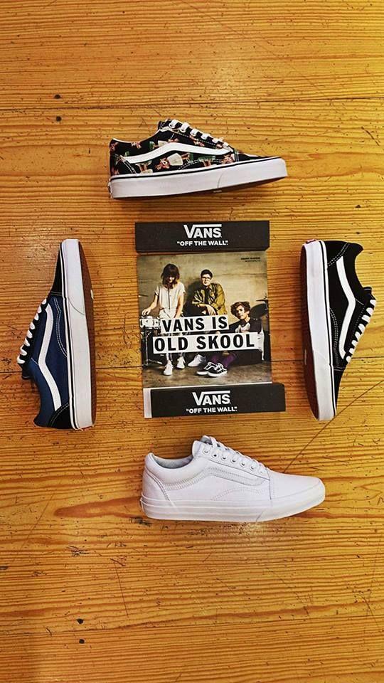 To παντα κλασικο υποδημα της Vans , το μοντελο της που ακουει στο ονομα OldSkool μας προτοσυστηθηκε σαν ενα αμιγως skateboarding sneaker αλλα πλεον εχει καταφερει να γινει το No1 sneaker για ultimate street style outfits... Εκτος της κλασικης του εικονας σε μαυρο με λευκο το συνανταμε σε μια μεγαλη χρωματικη γκαμα κατι δηλαδη που μας αρεσει πολυ... Αν δεν το εχετε ηδη...κακως.....  ∆ www.wearhouse.gr ∆ Charilaou Trikoupi 6 Ioannina ∆ +302651023925 ∆ pinterest Wearhouse.gr ∆ Instagram wearhou