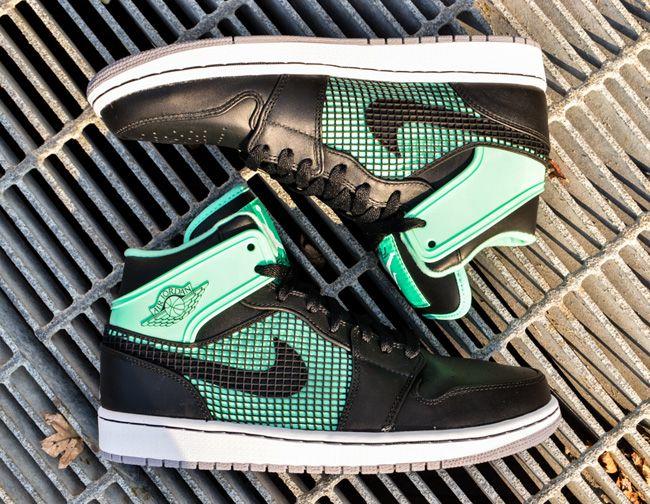 """size 8.5 (U.S) Air Jordan 1 Retro 89 """"Green Glow"""" (Release"""