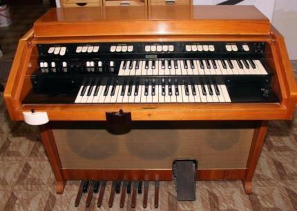 hammond orgel m100 sehr guter zustand mit original leslie in hessen neu isenburg. Black Bedroom Furniture Sets. Home Design Ideas