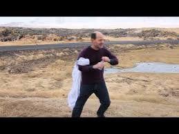 Boire avec un vent violent [video] - http://www.2tout2rien.fr/boire-avec-un-vent-violent-video/