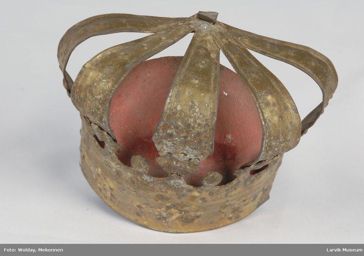 Form: består av en frontdel med en halvsirkelformet