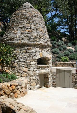 whoa! mine doesn't have to be this fabulous, but a pizza oven has always been top priority on my list of house-must-haves.