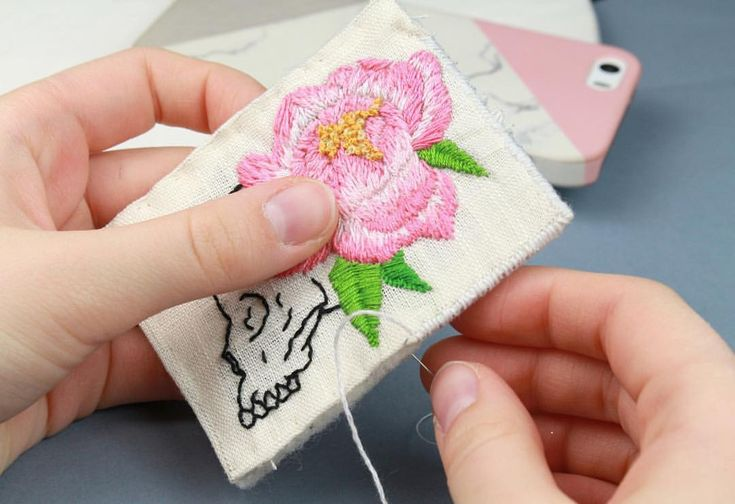 128 отметок «Нравится», 3 комментариев — Beaded Jewelry Embroidery Art (@golubevaembroideryart) в Instagram: «A little piece of a big process. 🤩 #emroidery #embroidered #brooch #embroideredbrooch #flowers…»