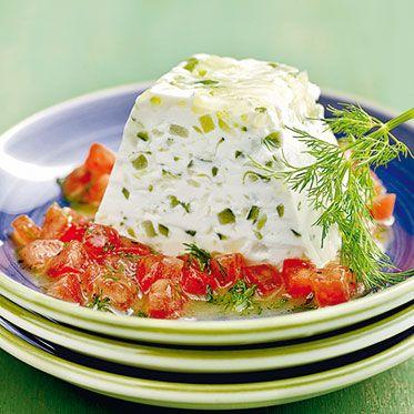 Tsatsiki-Terrine mit Tomatensalat Rezept | Küchengötter                                                                                                                                                                                 Mehr